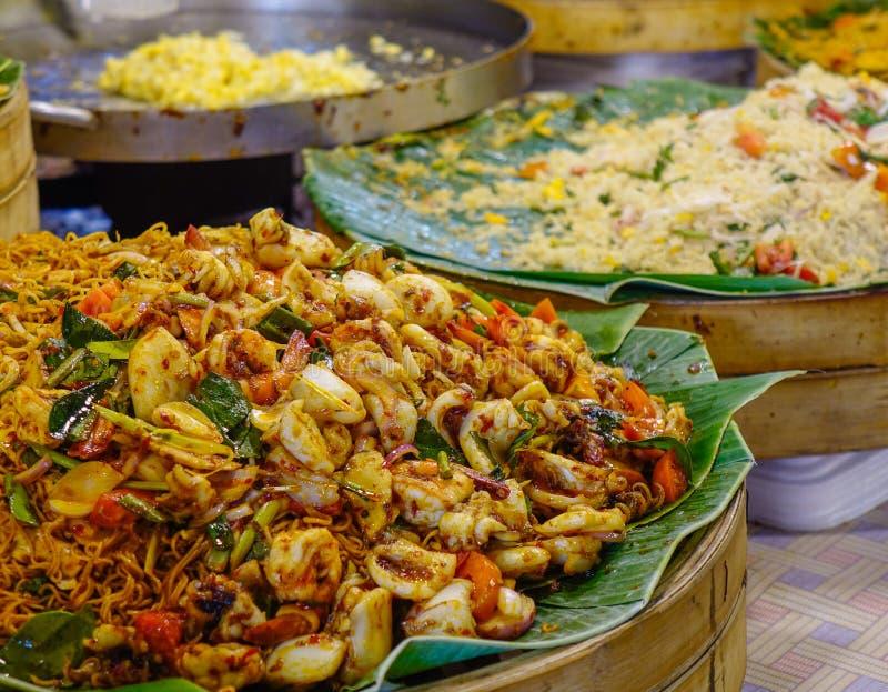 Tagliatella tailandese dei frutti di mare fotografie stock
