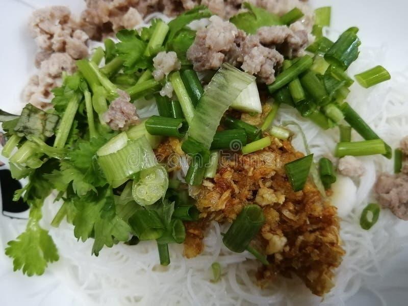 Tagliatella tailandese originale con la verdura verde in ciotola, Tailandia immagine stock libera da diritti