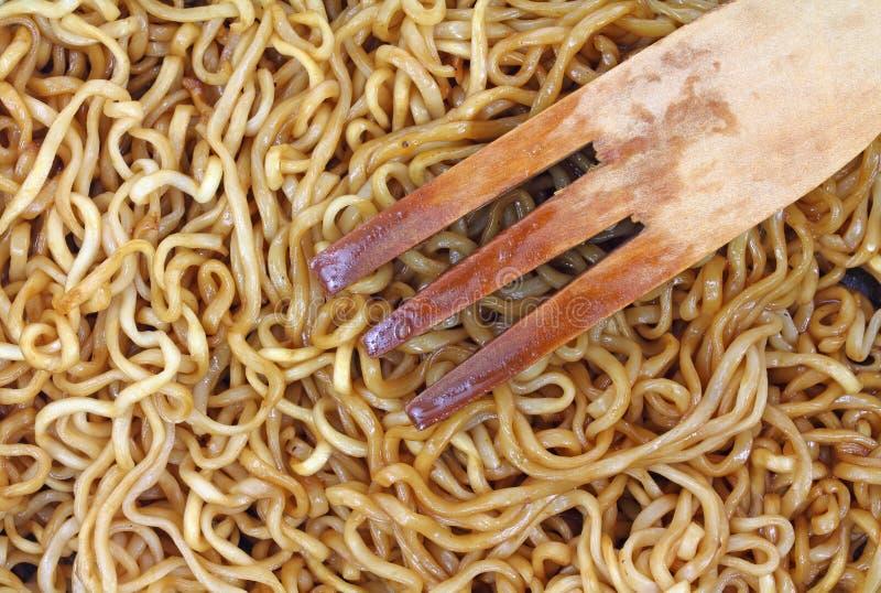 Tagliatelle del mein del cibo cucinate vista vicina fotografia stock libera da diritti