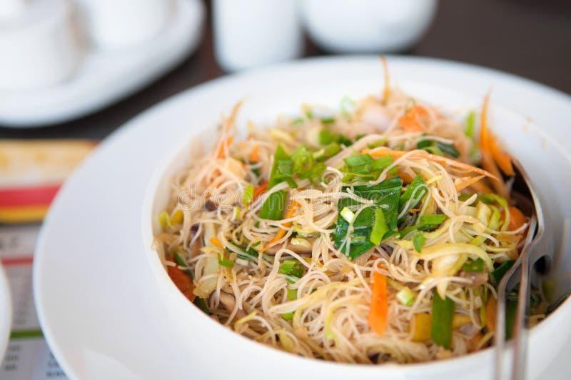 Tagliatelle di riso fritto deliziose immagini stock libere da diritti