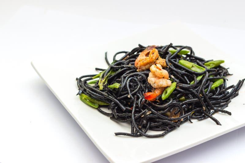 Tagliatelle nere con gli shrumps, la cozza ed il calamaro immagini stock libere da diritti