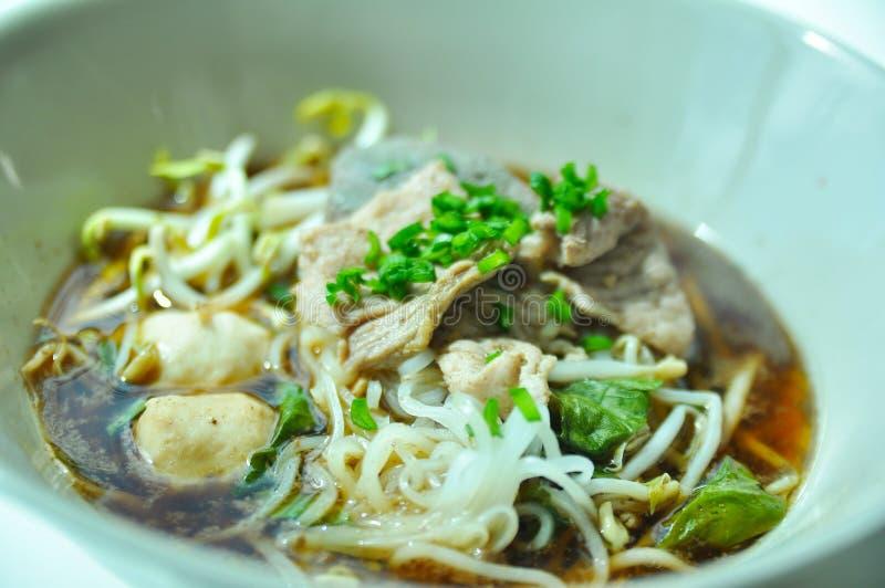 Tagliatelle tailandesi della carne di maiale immagini stock libere da diritti