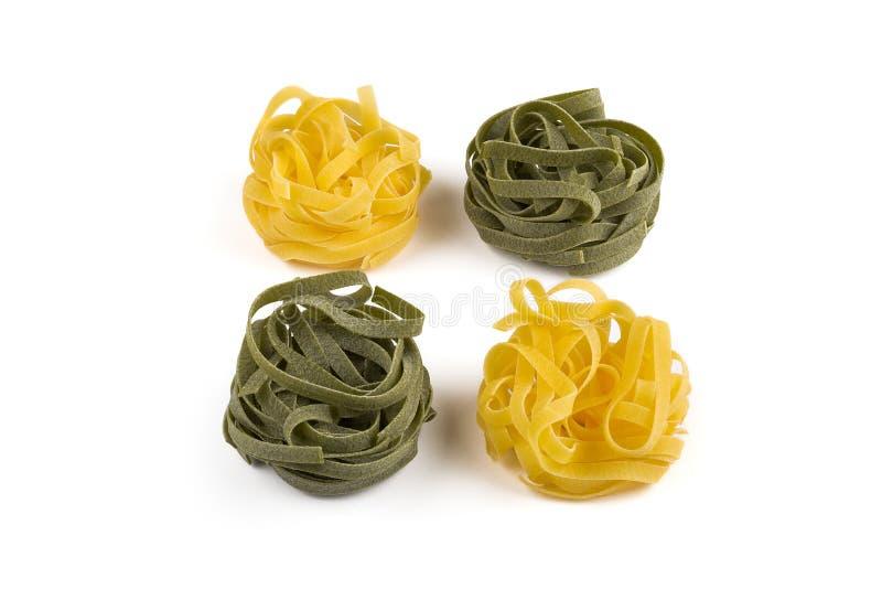 Tagliatelle Teigwaren Grün und Gelb lizenzfreies stockbild