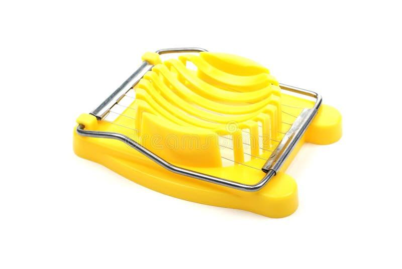Taglierina di plastica gialla dell'uovo. immagine stock