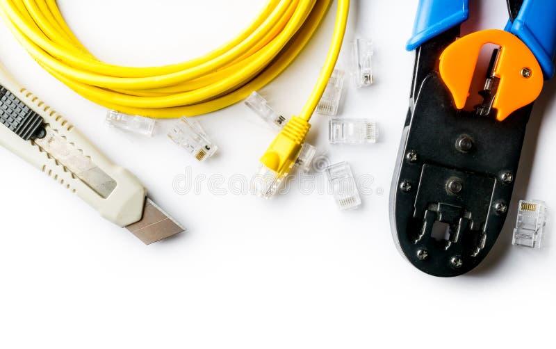 Taglierina, piegatore, cavo di toppa giallo e connettori fotografia stock