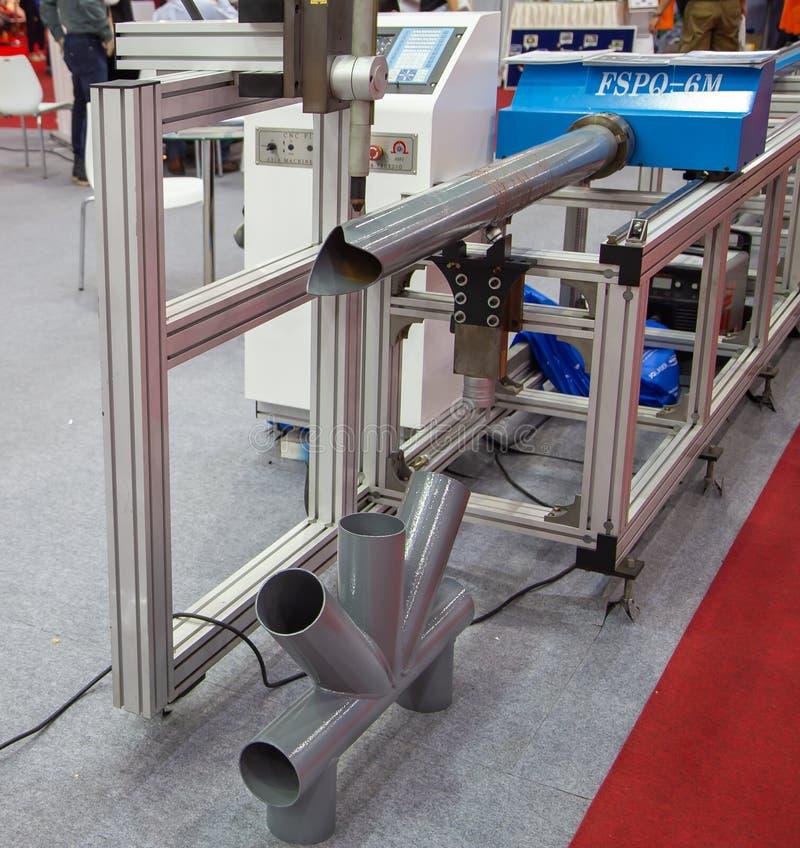 Taglio del tubo di CNC e macchina di smussatura fotografie stock libere da diritti