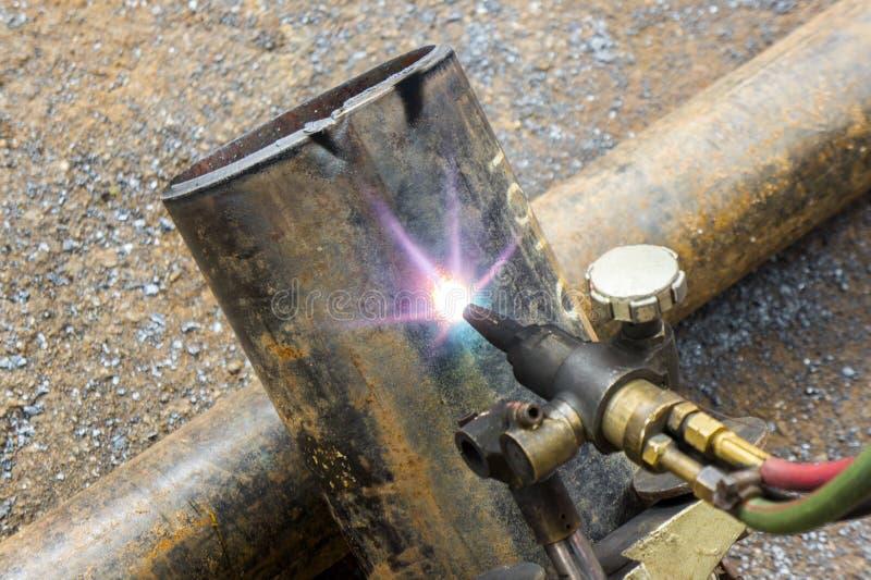 Taglio del tubo del metallo fotografia stock libera da diritti