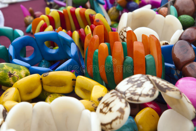 Tagua smycken - armband arkivbilder