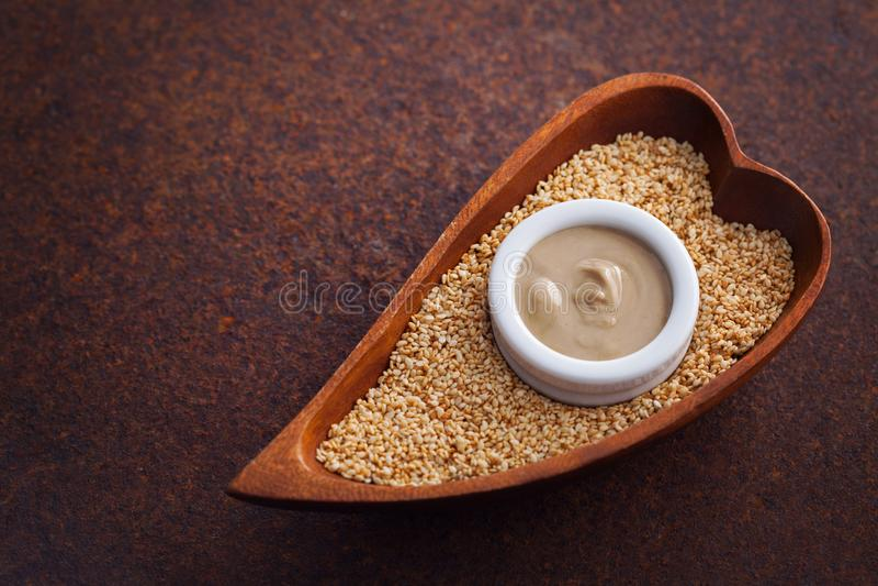 Tahini и семена сезама стоковые изображения rf
