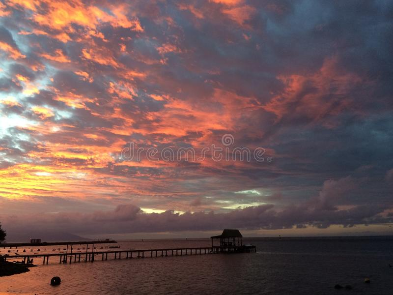 Tahiti solnedgång arkivbilder
