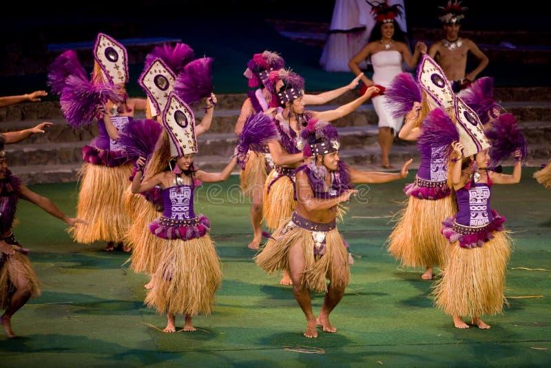 tahitian 2422个的舞蹈演员 库存照片