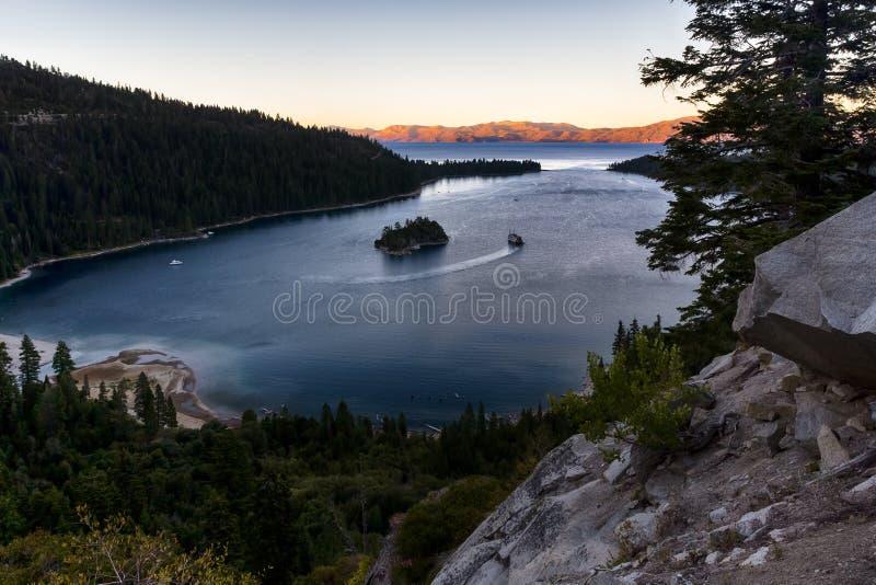 Tahoe Seesonnenuntergang lizenzfreie stockbilder