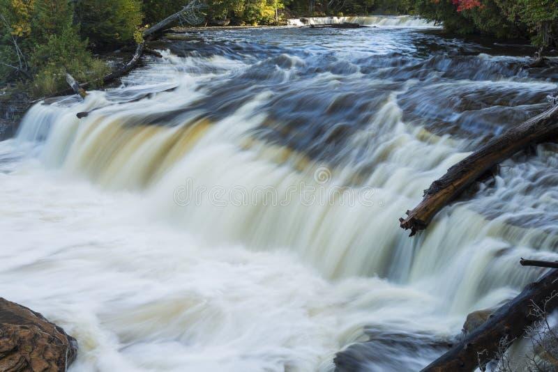 Tahquamenon abaissent des automnes photos libres de droits