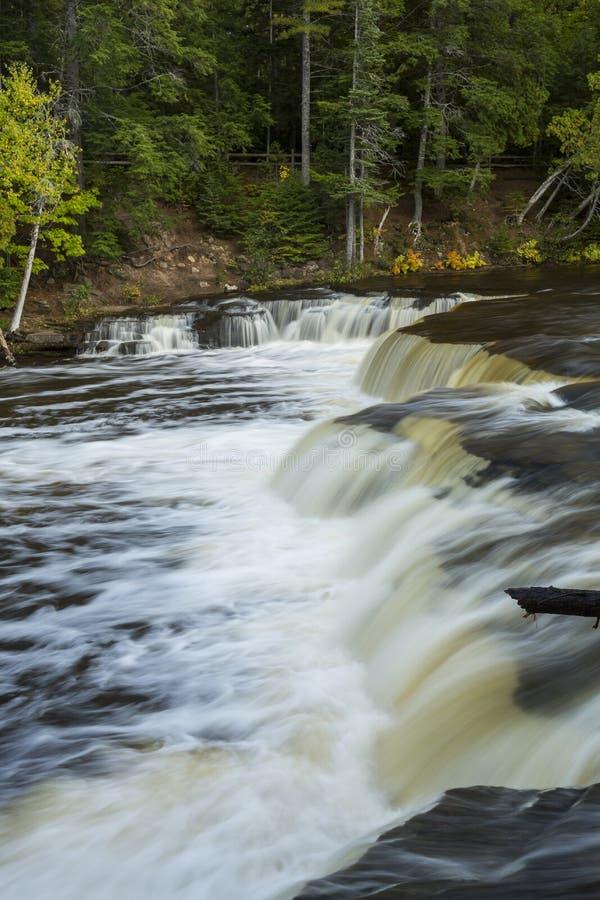 Tahquamenon abaissent des automnes photographie stock libre de droits