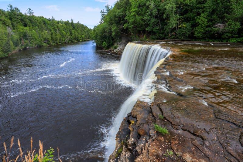 Tahquamenon-Fälle und der Tahquamenon-Fluss lizenzfreie stockfotografie