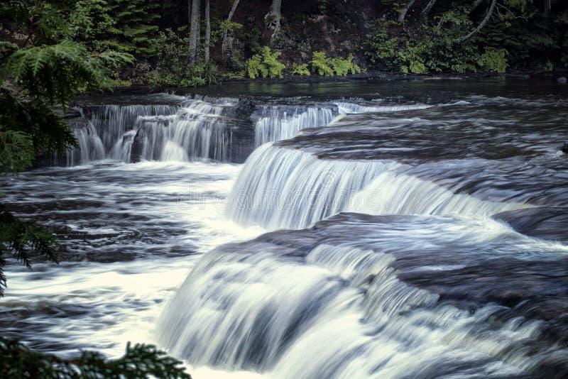 Tahquamenon untereres Wasser-Fälle stockfotos