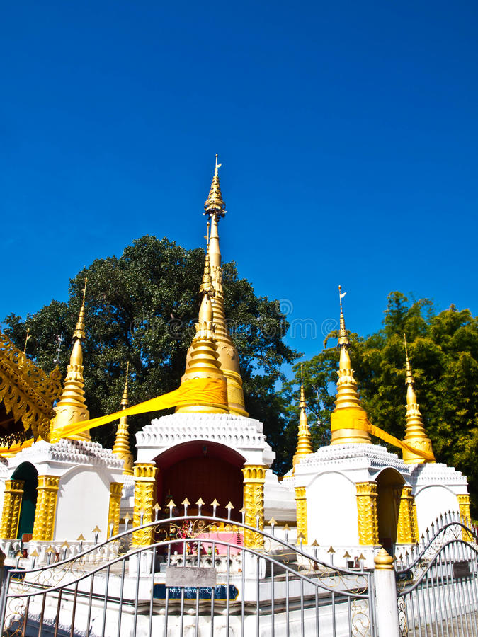 Download Tai亚伊样式的金黄塔在Wat巴生, Pai在夜丰颂 库存图片. 图片 包括有 寺庙, 缅甸, 户外, 儿子 - 30329583