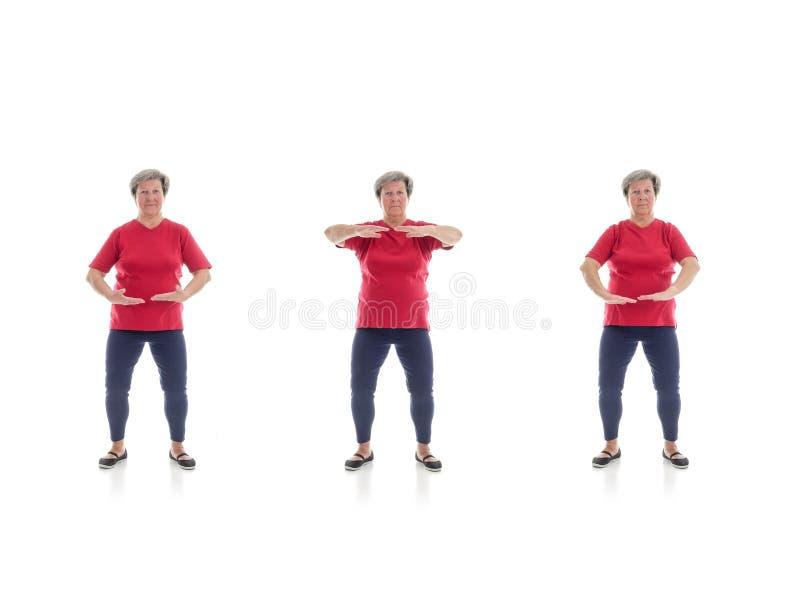 Tai chivormen door oudere vrouw worden uitgevoerd die royalty-vrije stock foto