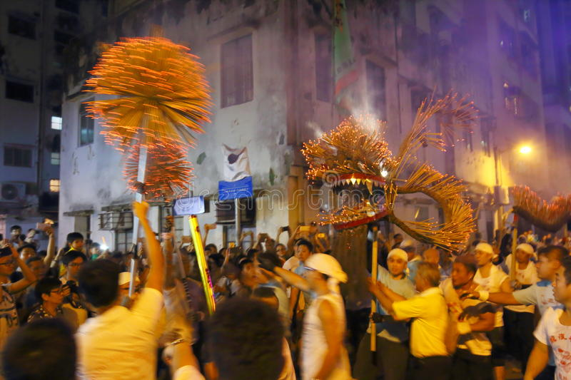 Tai Hang Fire Dragon Dance 2016 arkivfoton