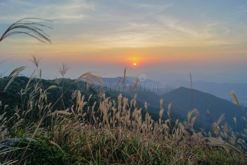 Tai Mo Shan-zonsondergang royalty-vrije stock afbeeldingen