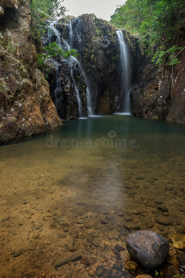 Tai Tam Mound Waterfall i Hong Kong royaltyfri fotografi