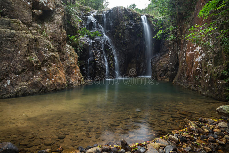 Tai Tam Mound Waterfall i Hong Kong arkivfoto