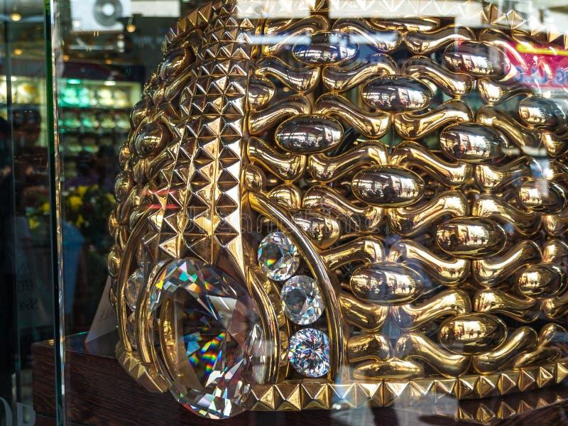 Taibaster van Taiba, de world's grootste gouden die ring door het Guinness Book van Wereldverslagen wordt erkend royalty-vrije stock foto's