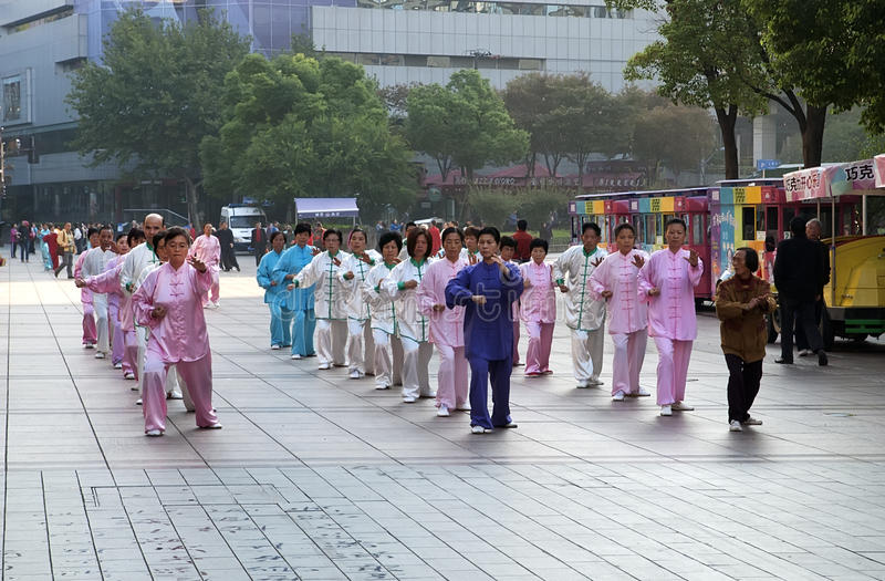Download Taiji quan_Morning fotografia editorial. Obraz złożonej z kultura - 42525417