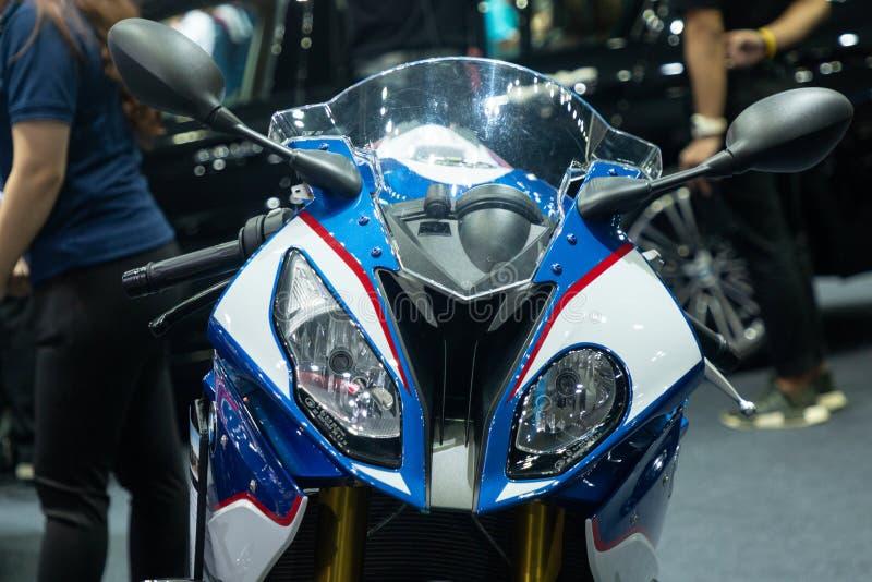 Tailândia - em dezembro de 2018: fim acima da cabeça e das luzes do velomotor de BMW S 1000 RR apresentado na expo Nonthaburi Tai fotos de stock royalty free