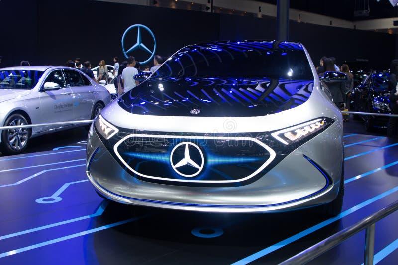 Tailândia - em dezembro de 2018: Modelo elétrico do conceito de Mercedes Benz Eqa para o carro futuro na exposição automóvel fotos de stock