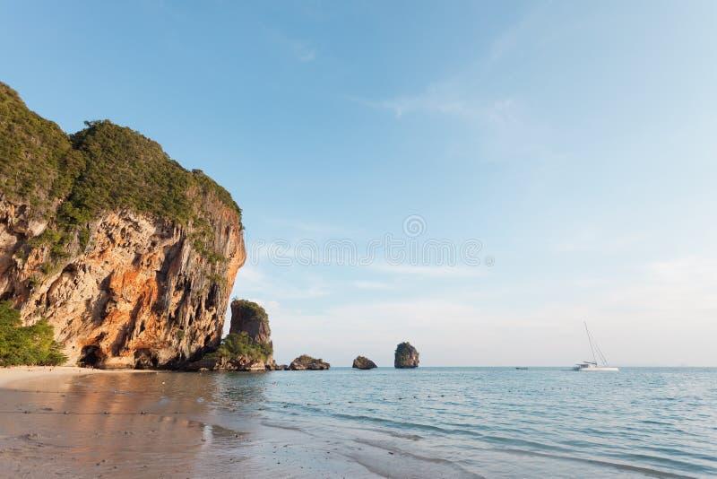 Tailândia - praia de Phra Nang fotografia de stock royalty free