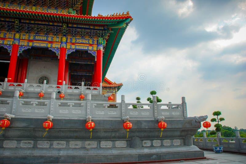 TAILÂNDIA - 27 DE NOVEMBRO DE 2015: Templo tradicional e da arquitetura do estilo chinês, Nonthaburi em setembro de 2012 em Wat M fotos de stock royalty free