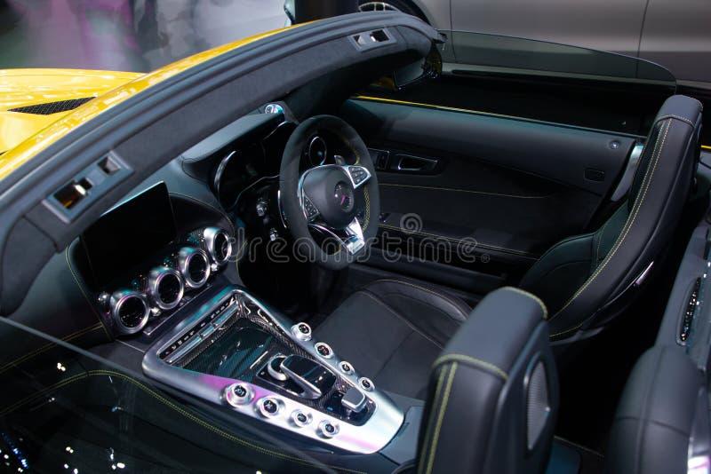 Tail?ndia - em dezembro de 2018: S?rie do Benz AMG GTC de Mercedes no carro lateral, pr?ximo acima da dire??o, do assento da roda foto de stock
