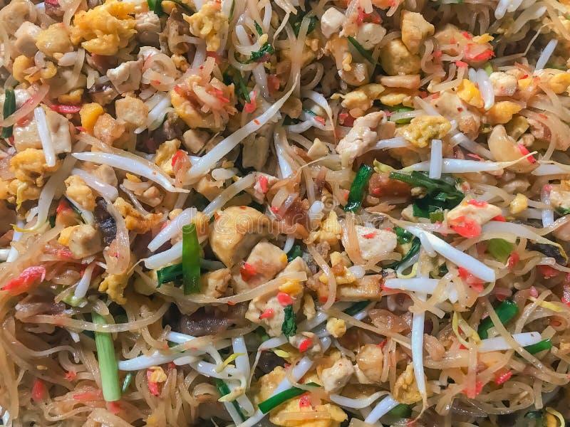 Tailandés del cojín en la cacerola El tailandés del cojín es la comida tailandesa asiática más preferida y más famosa de la calle imágenes de archivo libres de regalías