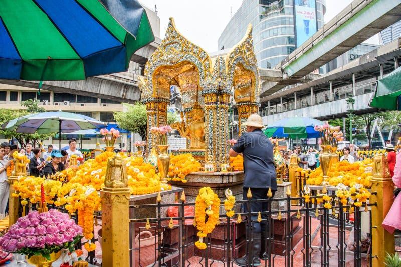Tailand Bankok, Kwiecień, - 7, 2018: Tajlandia Bankok San Phra Phrom, Erawan połysk, 4 twarzy Buddha, 4 stawiał czoło Buddha, ono obraz stock