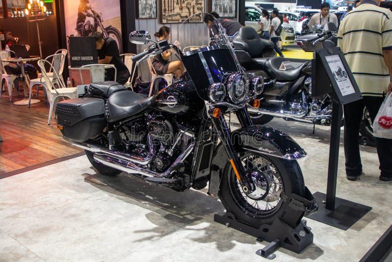 Tailandia - diciembre de 2018: Demostración de la nueva versión de las motocicletas 2019 de Harley Davidson Heritage Classic 114  imágenes de archivo libres de regalías
