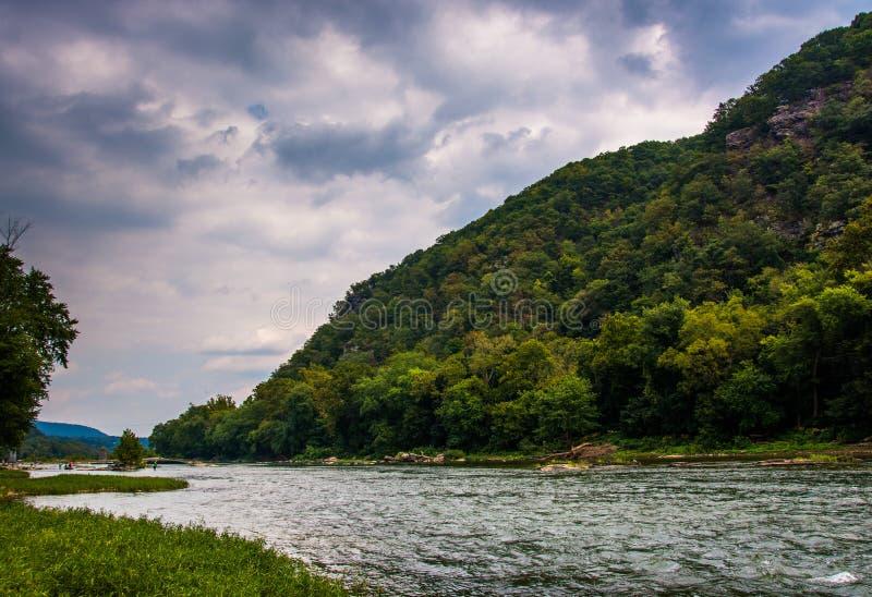 Tailles de Loudoun et la rivière de Shenandoah, dans le ferry du harpiste, Wes photos libres de droits
