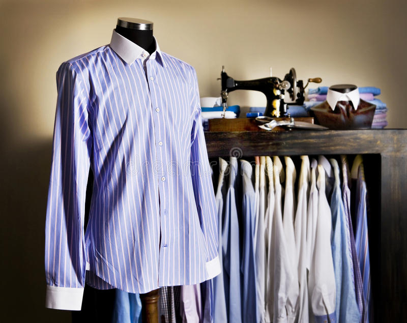 Tailoren shoppar arkivbild