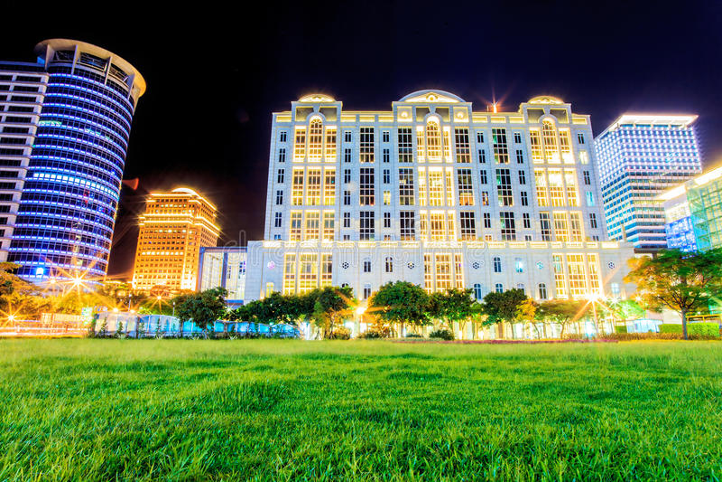 Taipeh-Stadt-Ansicht nachts stockbilder