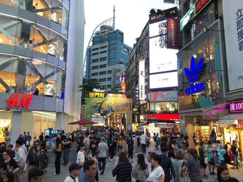 taipeh Taiwan - Mei 2018: Klanten overvol in Ximen-Winkelcentrum in Taipeh, Taiwan royalty-vrije stock foto's