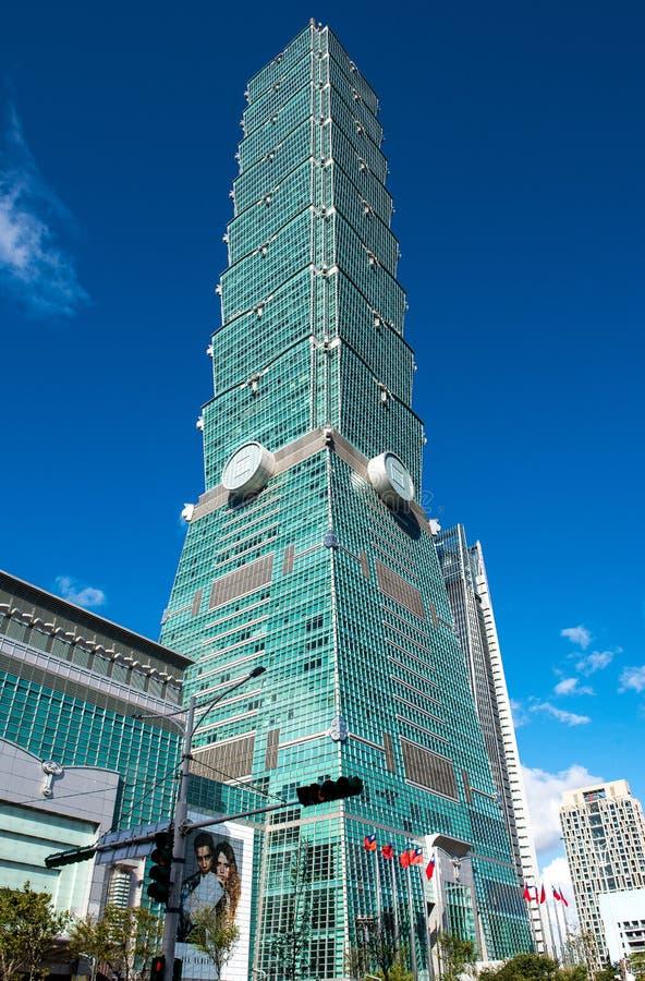 TAIPEH, TAIWAN - OKTOBER 9,2017: Ansicht von Wolkenkratzer Taipehs 101, Hauptstadt in neuem Taipeh lizenzfreie stockbilder