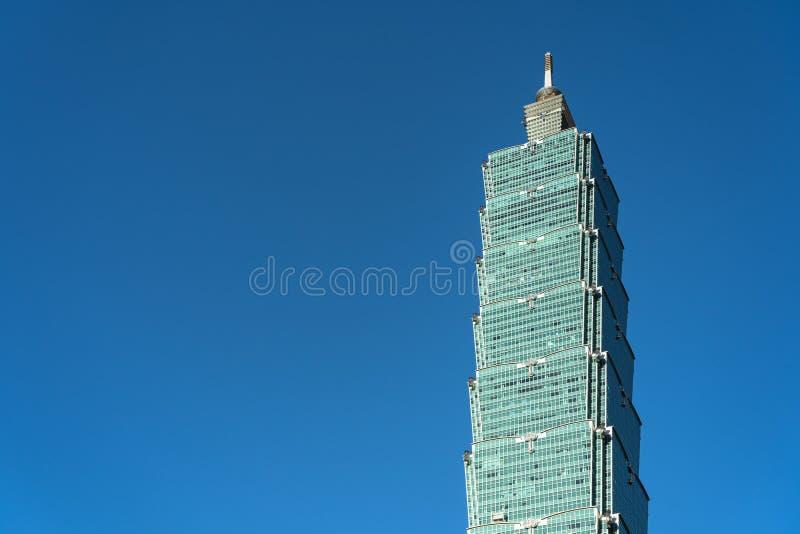 Taipeh 101 wolkenkrabber die dichte omhooggaande mening over donkerblauwe hemel bouwen royalty-vrije stock foto's