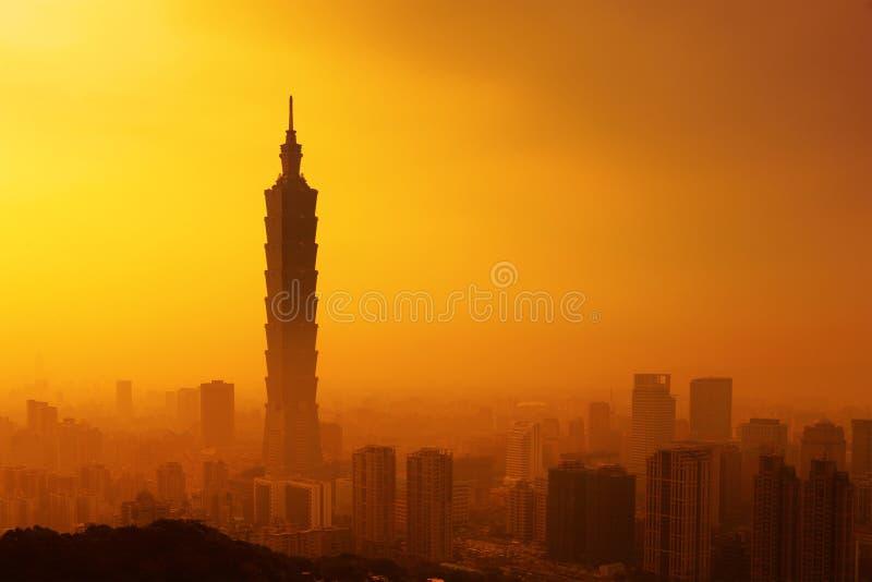 Taipeh in zonsondergang stock afbeeldingen