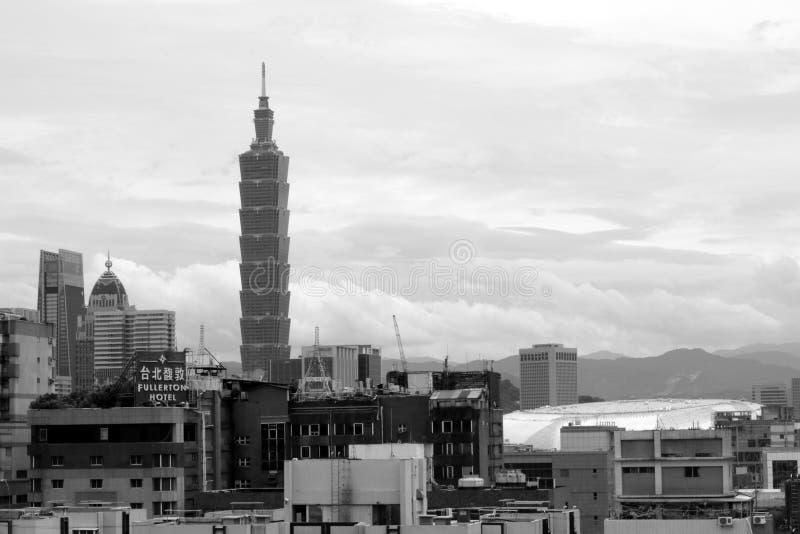 Taipei 101 dalla mia cima del tetto fotografia stock