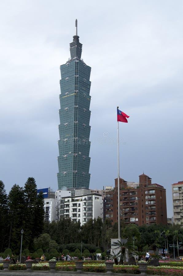 Taipei 101 e bandiera di Taiwan immagine stock libera da diritti