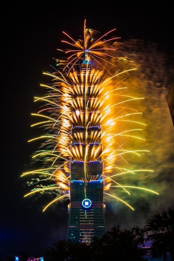 Taipei 101 fogos-de-artifício do ano novo fotografia de stock