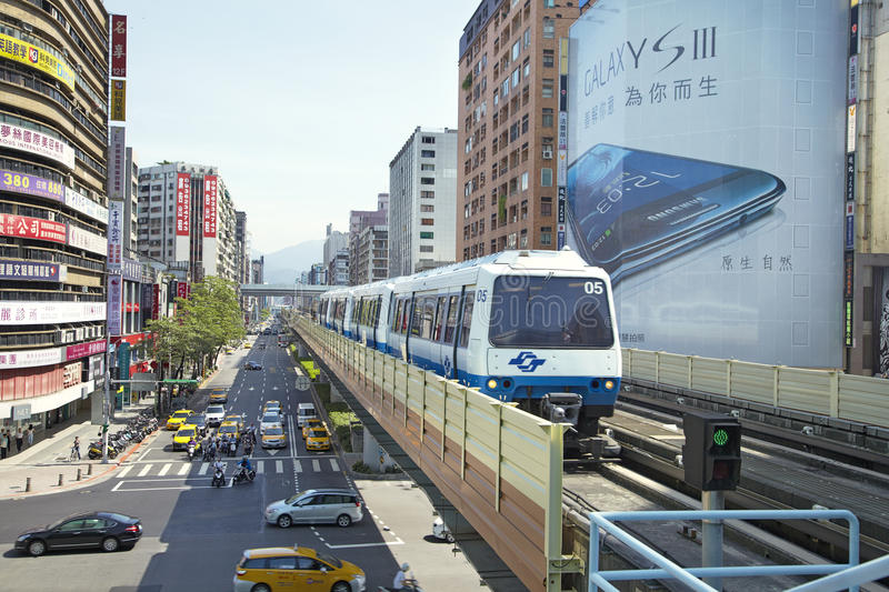 Download Taipei Metro Brown Line Train Approaches Station Editorial Image - Image: 27297570