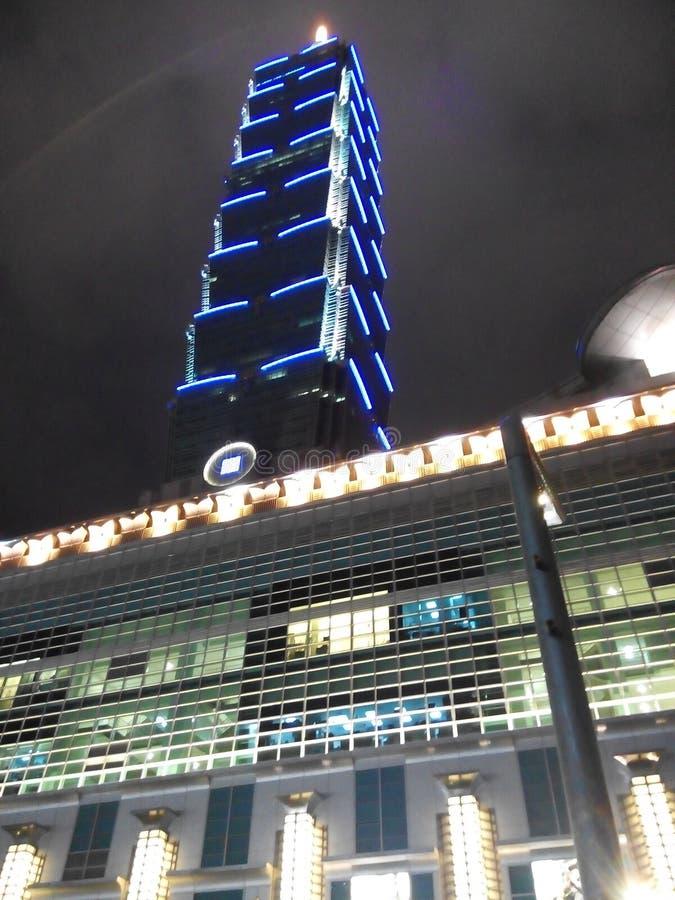 Taipei 101 na noite foto de stock royalty free