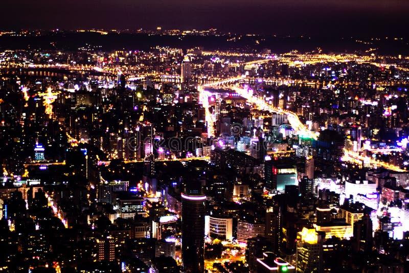Taipei 101 nightscop royaltyfria bilder