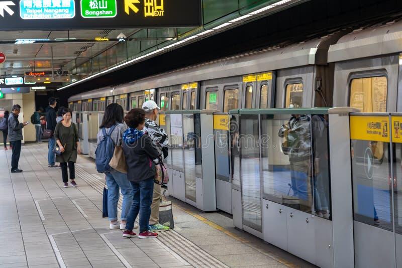 Taipei stacji metrej platforma i sala zdjęcie stock
